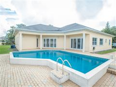 Beautiful, Private Home, 4 bedroom with pool in Newlands