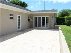 Beautiful 2 bed/3bath family home for rent – Victory Ave